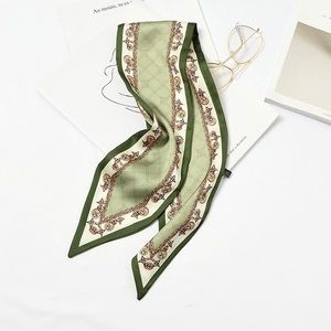 Green scarf with chain print